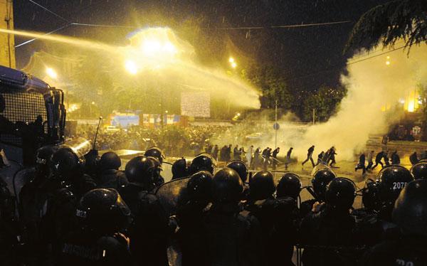 აქციის დაშლა თბილისში. 26.05.2011/ფოტო: Reuters