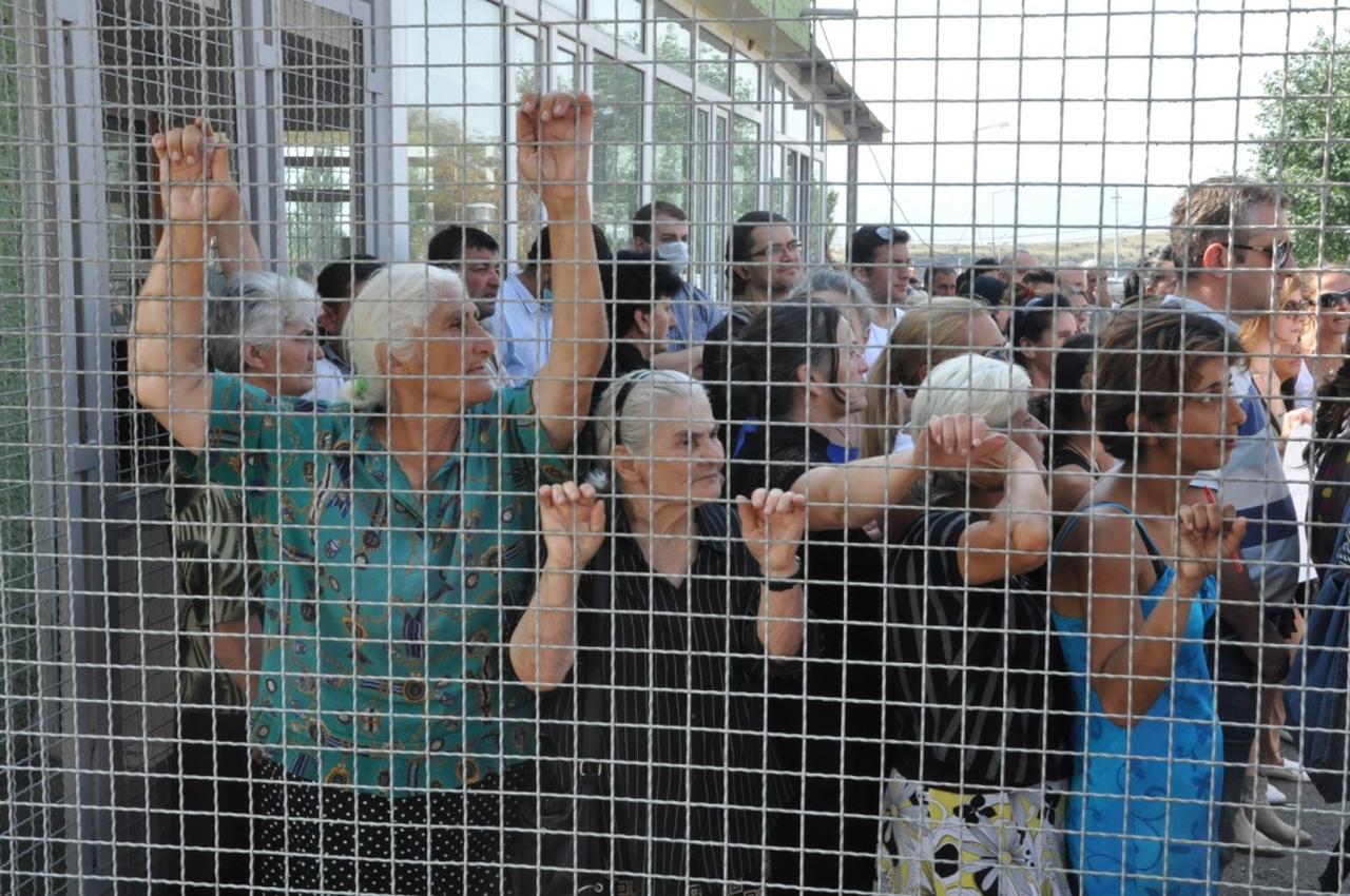 პოლიტპატიმრები გაათავისუფლეს
