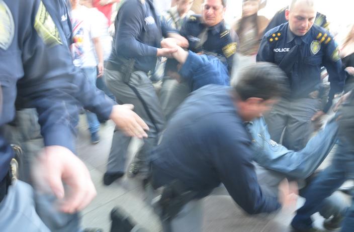 EMC შეშფოთებულია პოლიციის მიერ გამოყენებული არაპროპორციული ძალის გამო