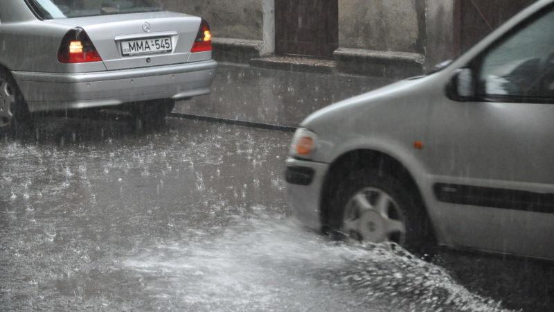 ძლიერი წვიმის გამო თბილისში სარდაფები და პირველი სართულები დაიტბორა