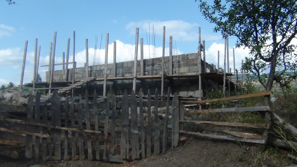 მშენებარე ეკლესიაში ჭელაში