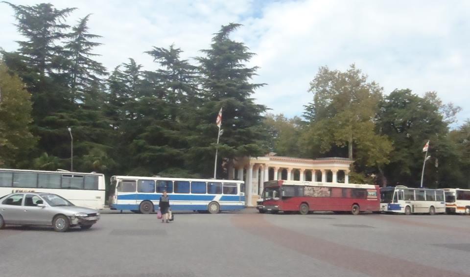 ქუთაისში საზოგადოებრივი ტრანსპორტის მძღოლები დილიდან გაიფიცნენ