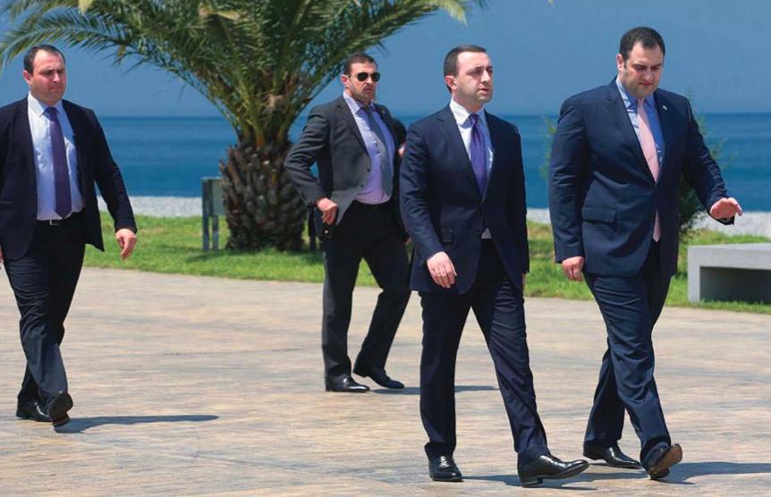 პოლიციის დღე ბათუმში. ფოტოზე: ყოფილი შს მინისტრი და ამჟამად პრემიერი ირაკლი ღარიბაშვილი და შს მინისტრი ალექსანდრე ჭიკაიძე