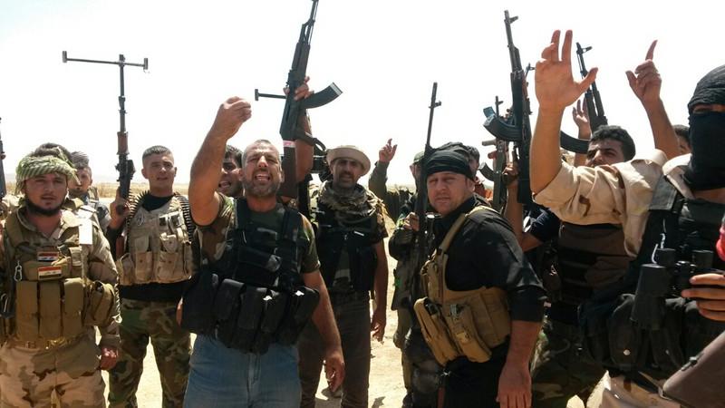 ჩრდილო–აღმოსავლეთი ბაღდადი. ერეყელი ჯარისკაცები ბოევიკებს ებრძვიან რათა მოიპოვონ კონტროლი ქალაქ Amerly –ზე. ალ–ქაედას ჯგუფმა ერაყში რიგი ტერიტორიები დაისაკუთრა 2014 წლის ივნისში. ©  EPA / STR 2014–08–07