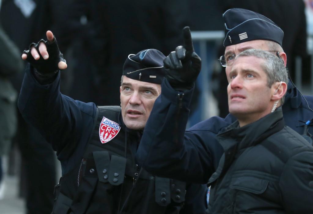 პოლიციის თანამშრომლები ერთიანობის მარშზე პარიზში  © EPA  11.01.2015