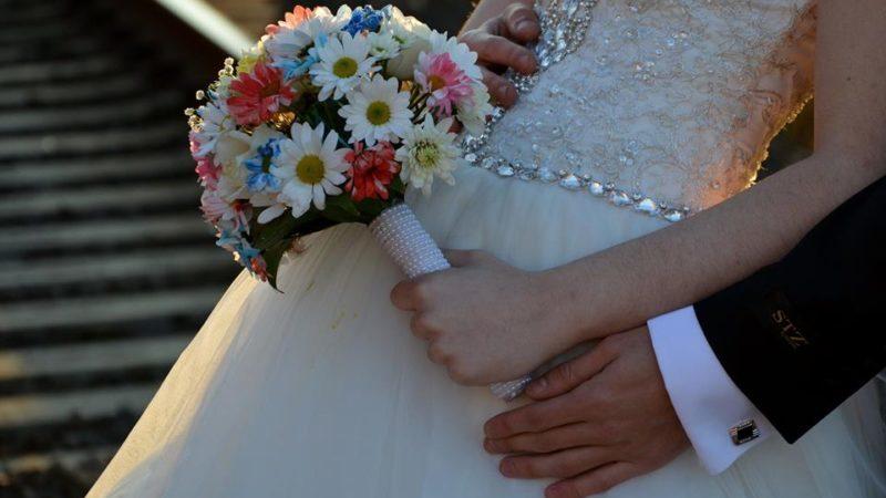 В Грузии с 10 сентября вводится запрет на проведение свадеб и панихид