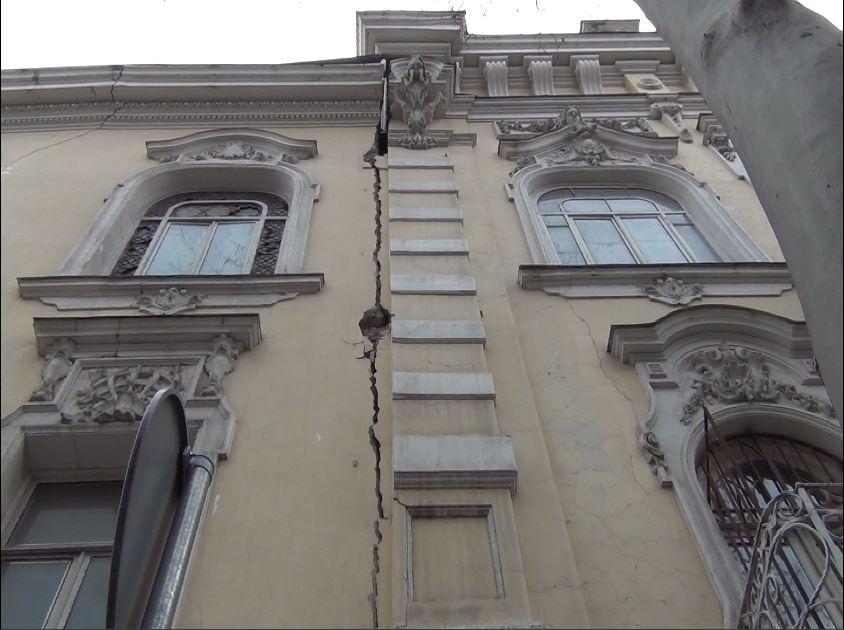 სამხატვრო აკადემიის შენობა გრიბოედოვის ქუჩიდან