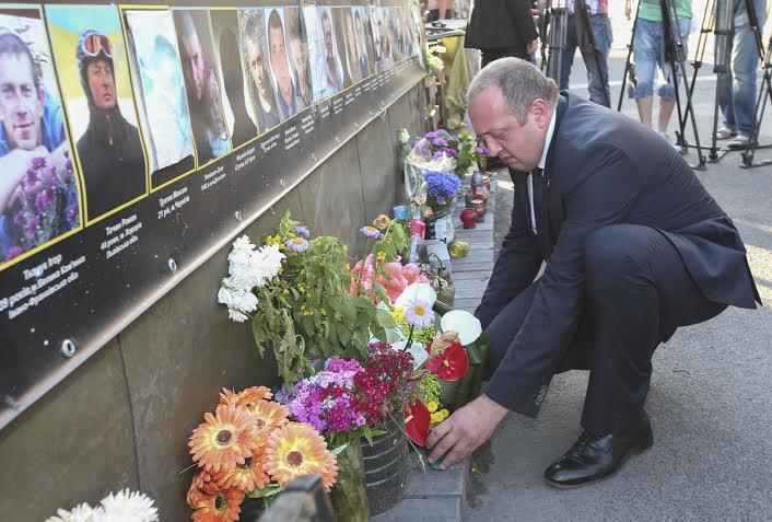 საქართველოს პრეზიდენტმა ევრომაიდანზე დაღუპულთა ხსოვნას პატივი მიაგო