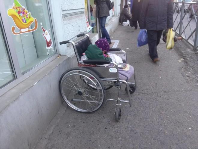 სამოწყალოდ მიტოვებული ბავშვი წინამძღვრიშვილის ქუჩაზე