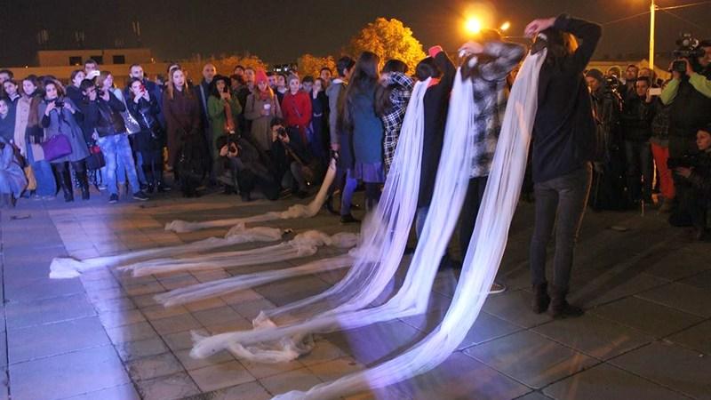 ნაადრევი ქორწინება ძალადობაა - აქცია მთავრობის ადმინისტრაციის წინ. 25.11.2015 ფოტო: გუკი გიუნაშვილი