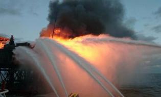 ხანძარი აზერბაიჯანის ნავთობსაბადოზე, 5.12.2015, ფოტო: haqqin.az