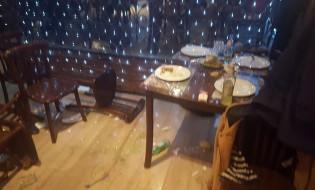 ტაბიულას ჟურნალისტები რესტორან ჭაშნაგირში სცემეს. ფოტო: ლევან სუთიძე