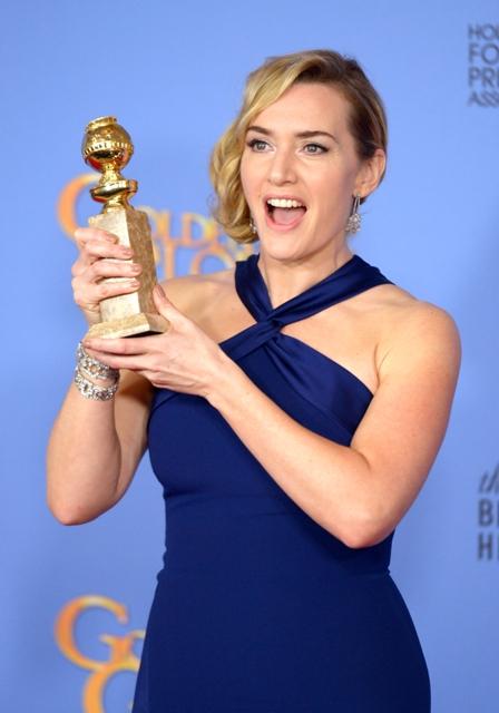 """ქეით უინსლეტს ოქროს გლობუსი ფილმში """"სტივ ჯობსი"""" შესრულებული მეორეხარისხოვანი როლისათვის გადაეცა. ფოტო; EPA/PAUL BUCK"""