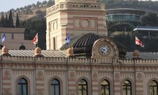 თბილისის საკრებულოს შენობაზე სახელმწიფო დროშა დაეშვა. 2016 წლის 25 თებერვალი