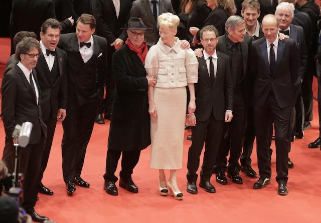 """""""გაუმარჯოს კეისარს"""" - ძმები კოენების ახალი ფილმის პრემიერა ბერლინის კინოფესტივალზე შედგა. პრემიერას ფილმის მთელი სამსახიობო ჯგუფი ეწვია. ჯოშ ბროლინი, ჯენინგ ტატუმი, ჯორჯ კლუნი, ტილდა სვინტონი. ფოტო: EPA/KAY NIETFELD"""