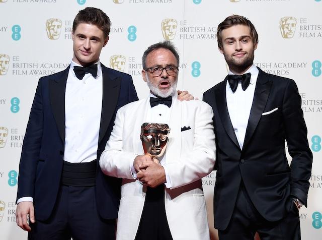 კოლინ გიბსონი, მაქს აირონსი და დუგლას ბუზი BAFTA-ს წითელ ხალიჩაზე. ფოტო: EPA/ANDY RAIN