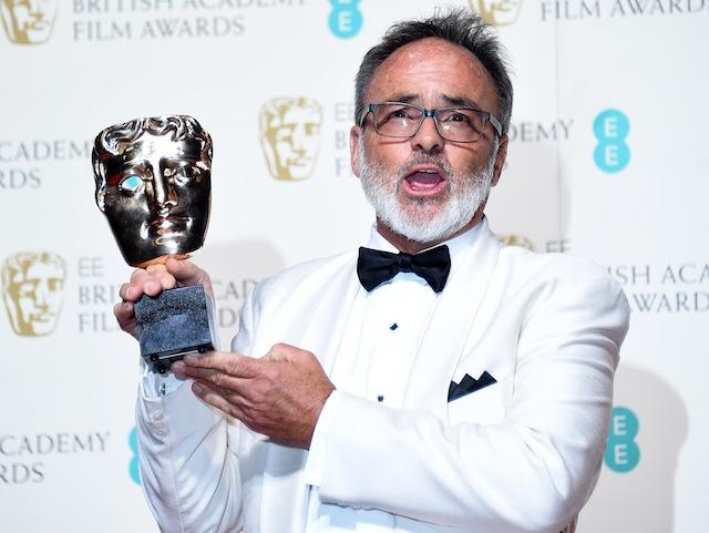 """კოლინ გიბსონს """"შეშლილი მაქსის"""" ვიზუალური გაფორმებისათვის BAFTA-ს ჯილდო გადაეცა. ფოტო: EPA/ANDY RAIN"""