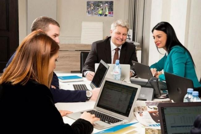 კომპანიის ქართველი თანამშრომლების 60% ბათუმში, ხოლო 100% თბილისში ქალები შეადგენენ, ნაწილს მენეჯერული პოზიციები უჭირავთ, ნაწილი კი კომპანიის მმართველ გუნდშია წარმოდგენილი.