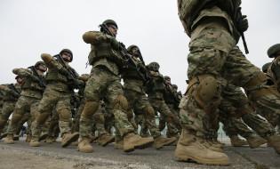 საქართველოს სამხედროები ვაზიანის სამხედრო ბაზაზე ემზადებიან ავღანეთში გასამგზავრებლად. 24.03.2016 © EPA/ZURAB KURTSIKIDZE