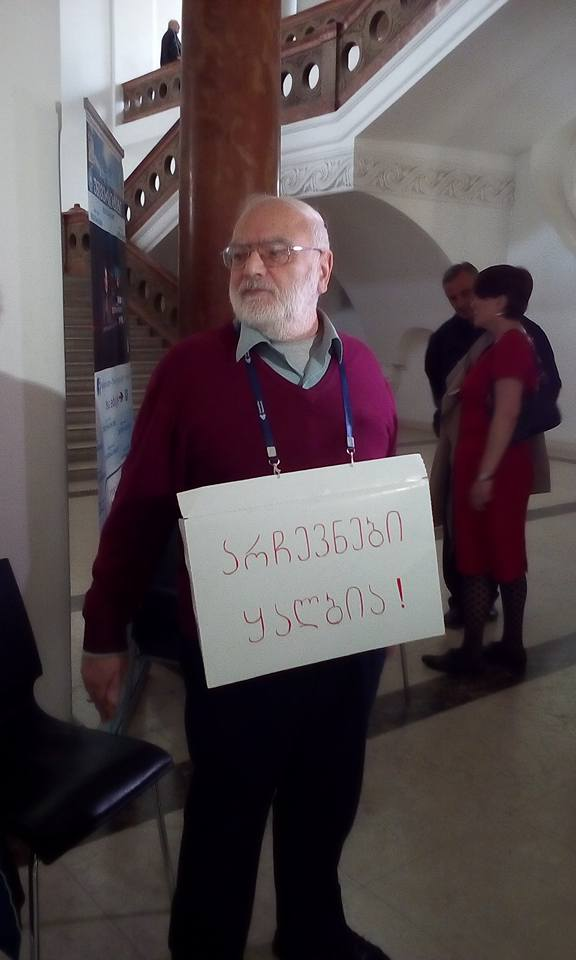 თამაზ კალაძე თსუ-ს რექტორის მოვალეობის შემსრულებლის არჩევნებს აპროტესტებს. 20/04/2016