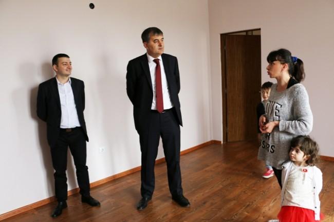 თბილისში 21 დევნილ ოჯახს ბინა გადაეცა