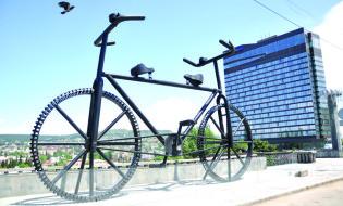 ველოსიპედის ძეგლი თბილისში. ფოტო: http://www.kvirispalitra.ge/