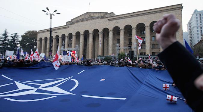 2014 წლის 15 ნოემბრის ენმ-ს აქცია რუსეთის პოლიტიკის წინააღმდეგ თბილისში © EPA/ZURAB KURTSIKIDZE