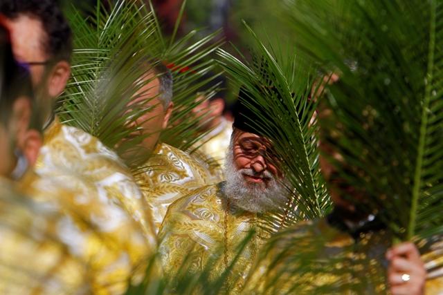 სასულიერო პირთა მსვლელობა ბზობის დღესასწაულის აღსანიშნავად, ბუქარესტი, რუმინეთი. ფოტო: EPA/BOGDAN CRISTEL