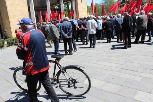 კომუნისტური პარტიის ორგანიზებით გორში, სტალინის სახელმუზეუმში გამართული აქციის მონაწილეები. 09.01.16. © დათო ქოქოშვილი/ნეტგაზეთი