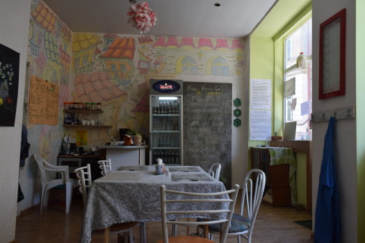 """ცარიელი კაფე """"კივი"""". 08.06.2016. ფოტო © ნეტგაზეთი/ლუკა პერტაია"""