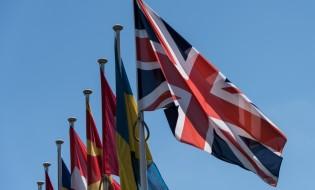 დიდი ბრიტანეთის დროშა ევროკავშირის წევრი სხვა ქვეყნების დროშების გვერდით © EPA