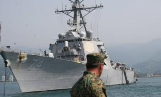 აშშ-ს სამხედრო გემი ბათუმში, 26 აგვისტო, 2008. ფოტო: გაზეთი ბათუმელები/ნესტან ცეცხლაძე
