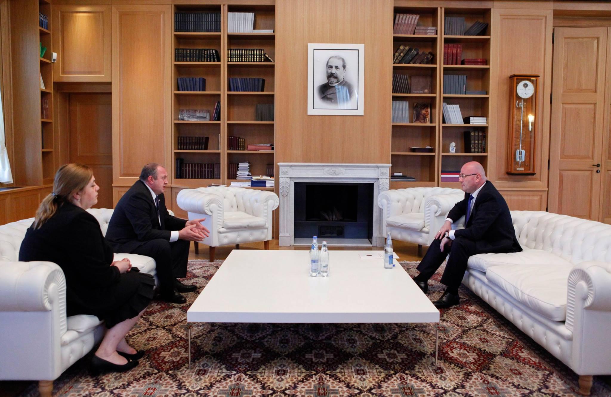 პრეზიდენტმა და თავდაცვის მინისტრმა პირველი სამუშაო შეხვედრა გამართეს