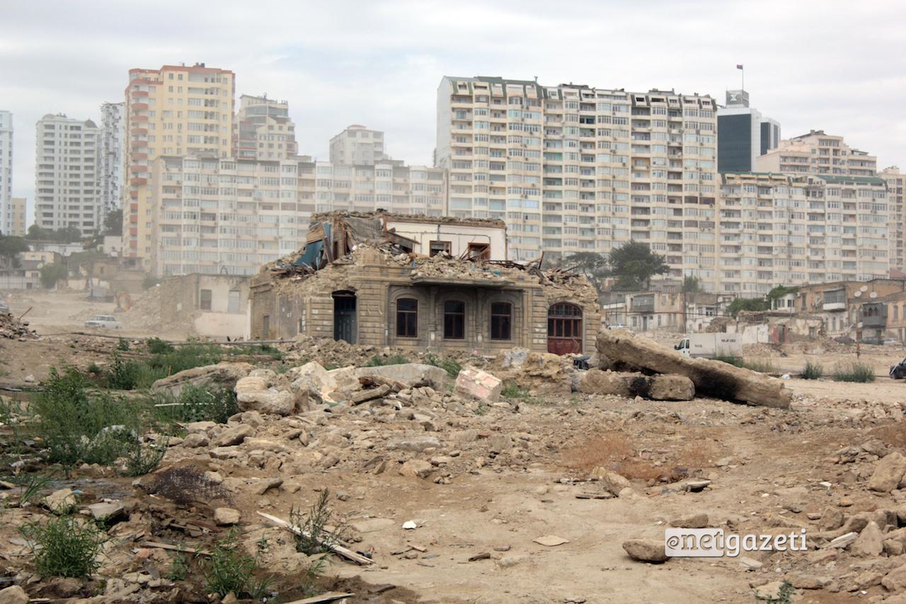 """""""საბჭოთა"""" რაიონის ნგრევა ბაქოში და კომპენსაციით უკმაყოფილო მოსახლეობა [ფოტო]"""