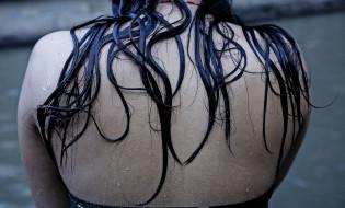 ნეპალელი ქალი განწმენდის ტრადიცულ ცერემონიაში მონაწილეობს. @ EPA/NARENDRA SHRESTHA 18.09.2015