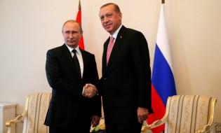 რუსეთისა და თურქეთის პრეზიდენტები, ვლადიმირ პუტინი და რეჯეპ ტაიპ ერდოღანი სანკტ-პეტერგუბრში ხვდებიან ერთმანეთს. 09.08.2016. ფოტო: EPA/ANATOLY MALTSEV
