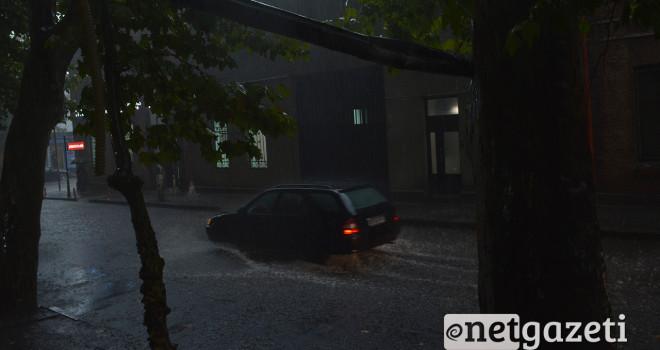 ძლიერი წვიმა თბილისში ფოტო: ნეტგაზეთი/მარიამ ბოგვერაძე