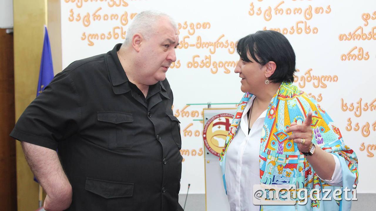Члены АПГ официально отказались от депутатских мандатов