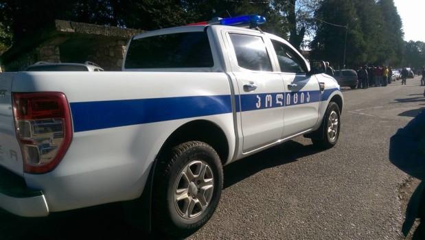პოლიციის მანქანა პატრულირებს ჯიხაშკარში საარჩევნო უბანთან. 22.10.2016. ფოტო: ლუკა პერტაია/ნეტგაზეთი