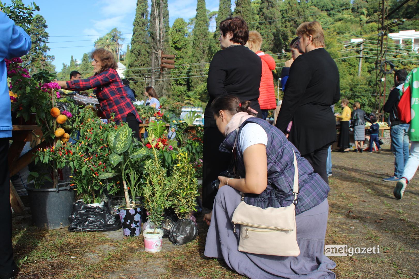 სასოფლო სამეურნეო ბაზრობა სოხუმში; 2016 წლის 15 ოქტომბერი; ფოტო: მარიანა კოტოვა/ნეტგაზეთი