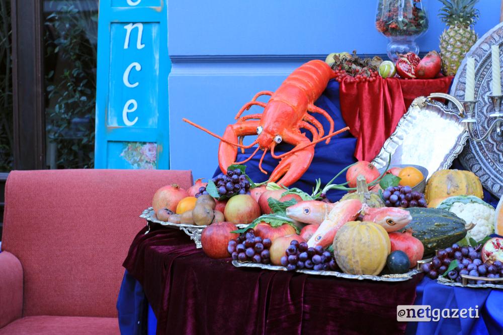 ქუჩებში გასაყიდად ღვინო და სხვადასხვა სახის საკვები გამოიტანეს. 15.10.16 ფოტო: ნეტგაზეთი/გუკი გიუნაშვილი