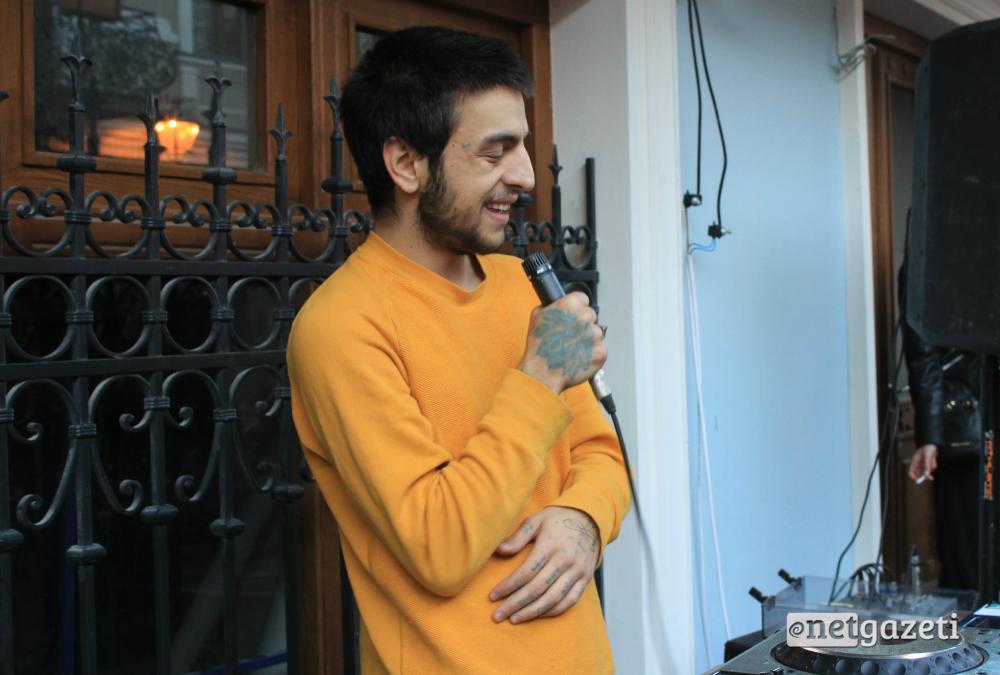 მუსიკოსი მაქს მაჩაიძე. ღონისძიების სტუმრებს ქუჩებში ცოცხალი მუსიკის მოსმენა შეეძლოთ. 15.10.16 ფოტო: ნეტგაზეთი/გუკი გიუნაშვილი