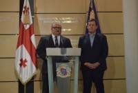 """საქართველოს განათლებისა და მეცნიერების მინისტრი, ალექსანდრე ჯეჯელავა  (მარცხნივ) და """"მაიკროსოფტის"""" ცენტრალური და აღმოსავლეთ ევროპის გენერალური მენეჯერი მაიკლ კოგელერი (მარჯვნივ). 04.11.2016. ფოტო: ნეტგაზეთი/ლუკა პერტაია"""