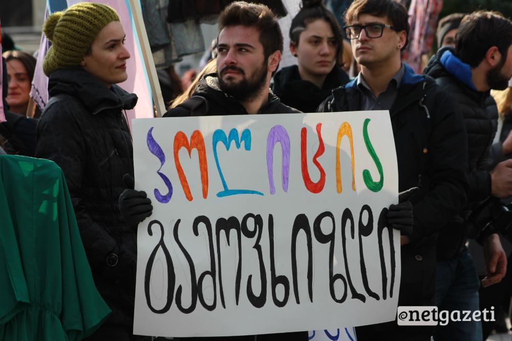 მსვლელობა ქალთა მიმართ ძალადობის წინააღმდეგ თბილისში პოლიციის შენობასთან დასრულდა 25.11.2016/ ფოტო: გუკი გიუნაშვილი