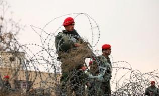 ავღანელი ჯარისკაცები ბაგრამის სამხედრო ბაზასთან. 22.12.2015 ფოტო: EPA/HEDAYATULLAH AMID