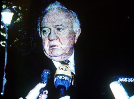 ედუარდ შევარდნაძე ესაუბრება ჟურნალისტებს © EPA/SERGEI ILNITSKY GEORGIAN TV GRAB