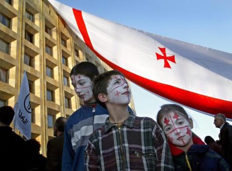 ოპოზიციის აქციის მონაწილე ბავშვები © EPA/SERGEI ILNITSKY