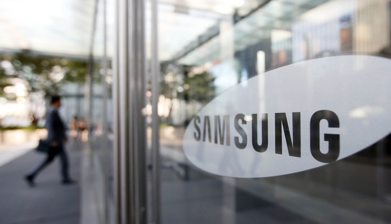 epa05573830 An undated picture made available on 07 October 2016 shows a view of the head office of Samsung Electronics in Seoul, South Korea. Samsung Electronics projected on 07 October, a 7.8 trillion won (6.98 billion US dollar) operating profit in the third quarter, an increase of 5.55 percent from a year ago. The figure beat analysts' estimate, with the tech firm claiming strong sales of memory chips and displays.  EPA/YONHAP SOUTH KOREA OUT