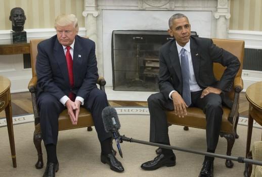 დონალდ ტრამპი და ბარაკ ობამა თეთრ სახლში შეხვდნენ. ფოტო: EPA/MICHAEL REYNOLDS