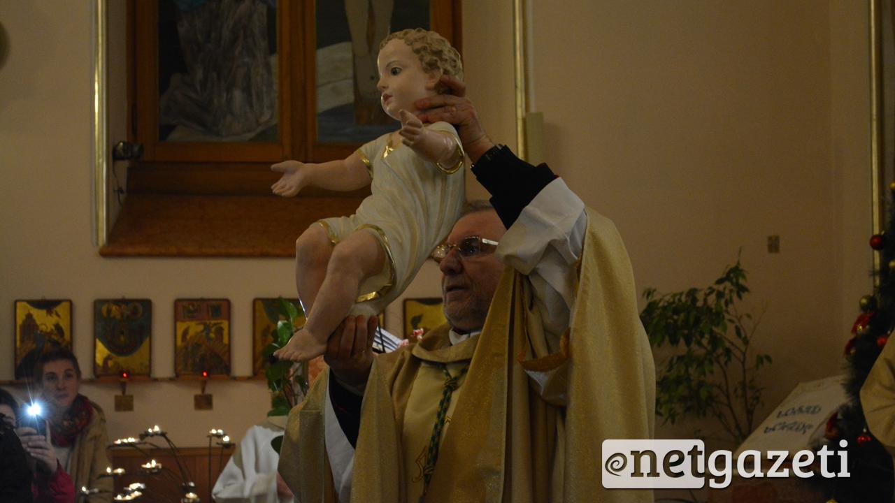 თბილისის ღვთისმშობლის ამაღლების კათოლიკურ ეკლესიაში მრევლმა შობის დღესასწაული აღნიშნა 25.12.16 ფოტო: ნეტგაზეთი/მარიამ ბოგვერაძე